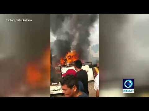 [24 Feb 2019] Venezuela opposition supporters attempting to rescue aid from burning trucks - English