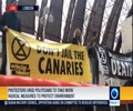 [25 April 2019] Climate change protesters climb on train at London\'s Canary wharf - English