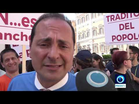 [19 June 2019] Protesters stage demo against Calabria decree outside Italian parl. - English